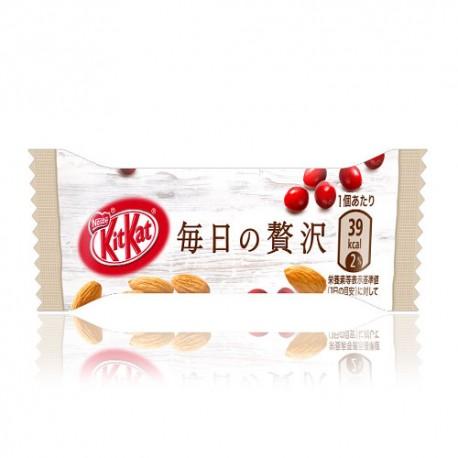 Kit Kat Mini Almonds & Cranberries