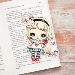 Marcador Livro Alice in Wonderland